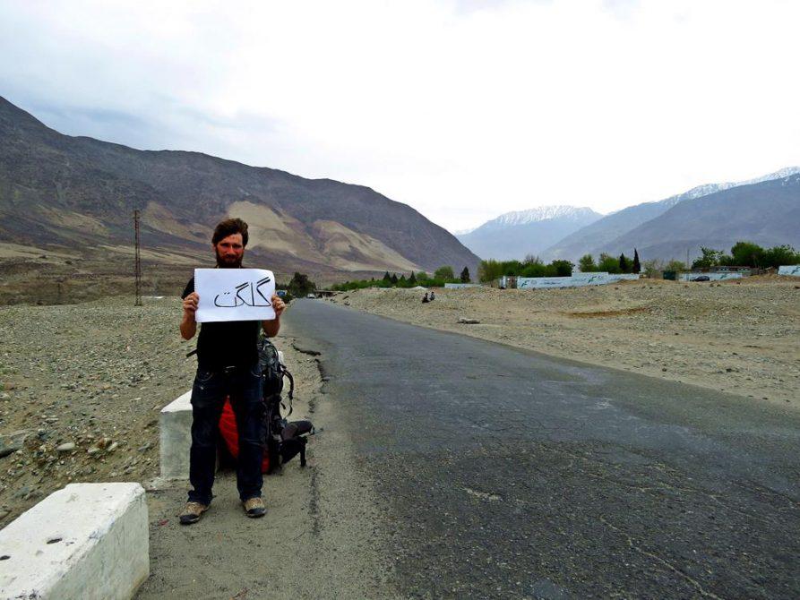 trampen auf dem Karakurom Highway
