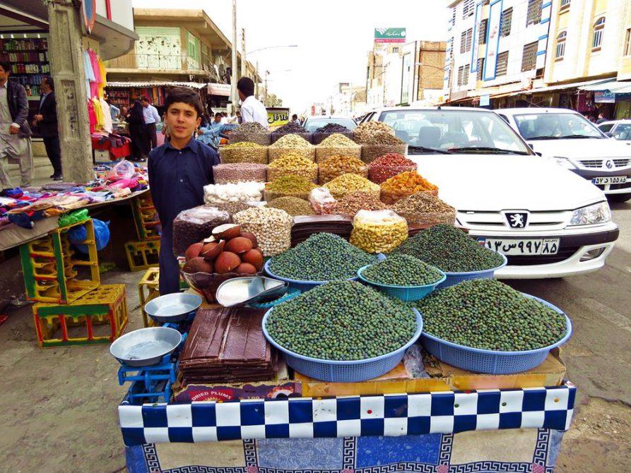 Verkaufsstand in den Straßen von Zahedan, Iran