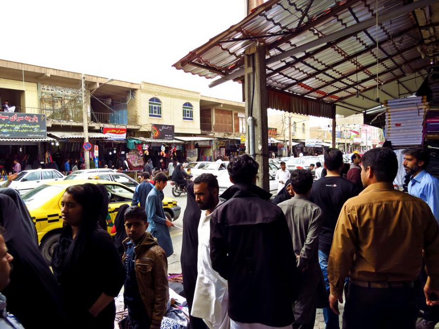 dichtes Gedränge in den Gassen von Zahedan, Iran