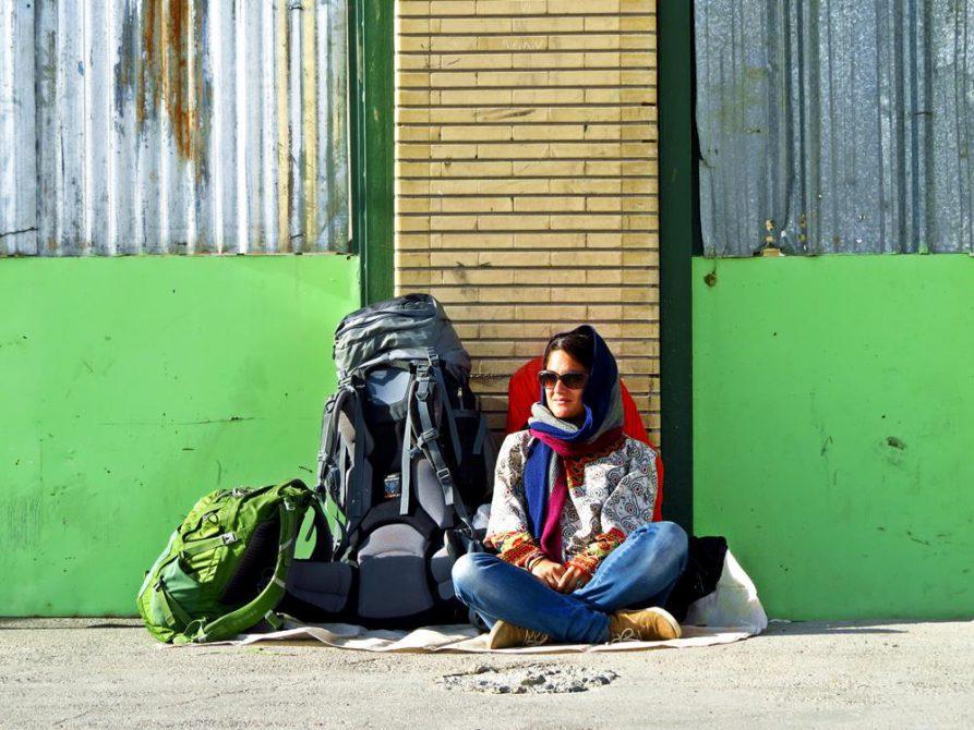 warten auf die Polizeieskorte, Zahedan, Iran