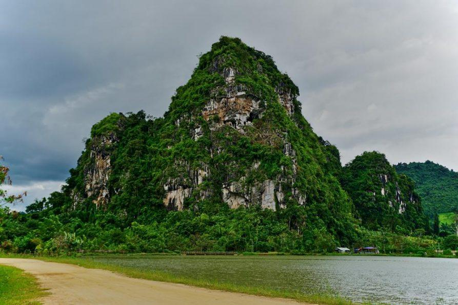 Karstfelsen, Vieng Xay, Laos