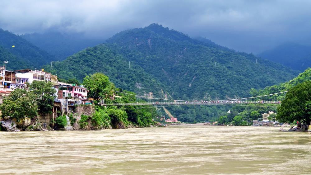 Lakshman Jhula, Ganges, Rishikesh, Indien