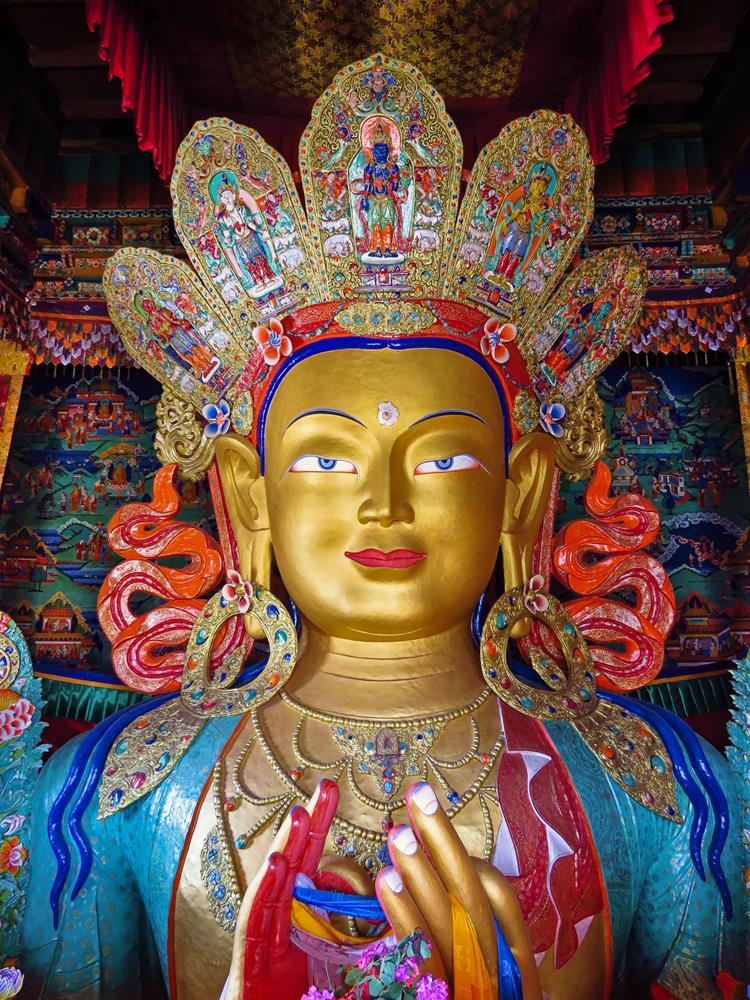 Maitreya-Statue in der Thiksey Gompa, Ladakh