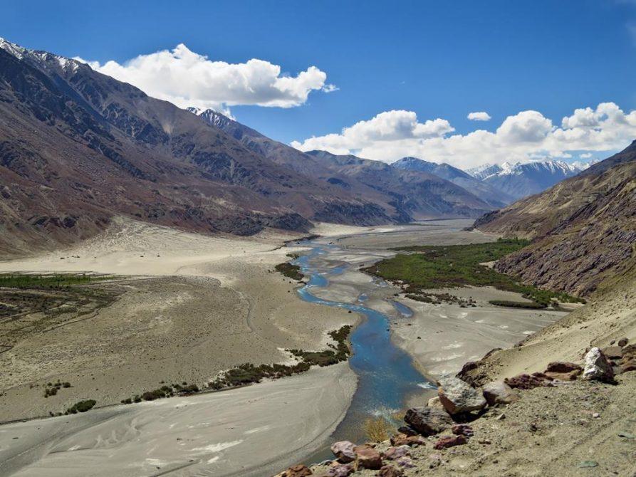 Nubra Tal mit Fluss, Ladakh