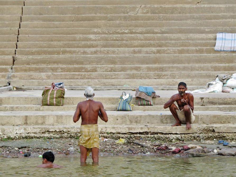 Hindus waschen sich im Ganges, Varanasi