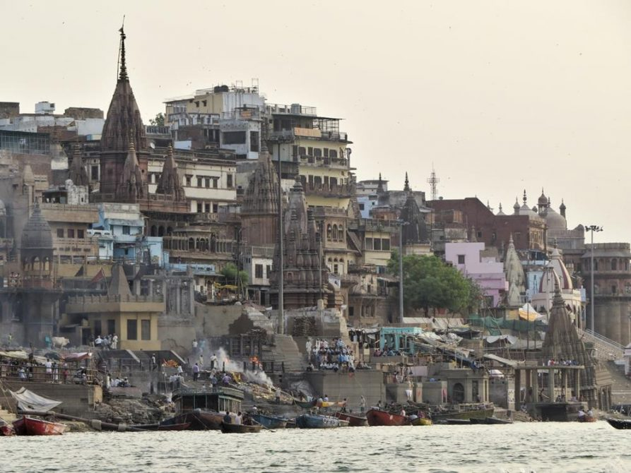 Feuer am Manikarnika Ghat in Varanasi