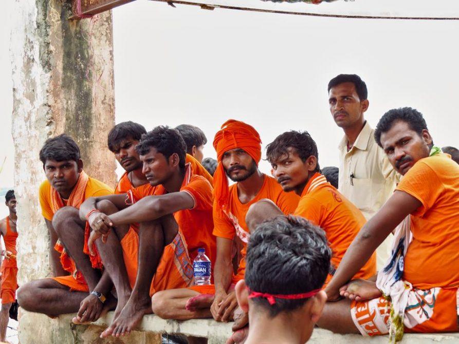 Pilger auf der Kanwar Yatra