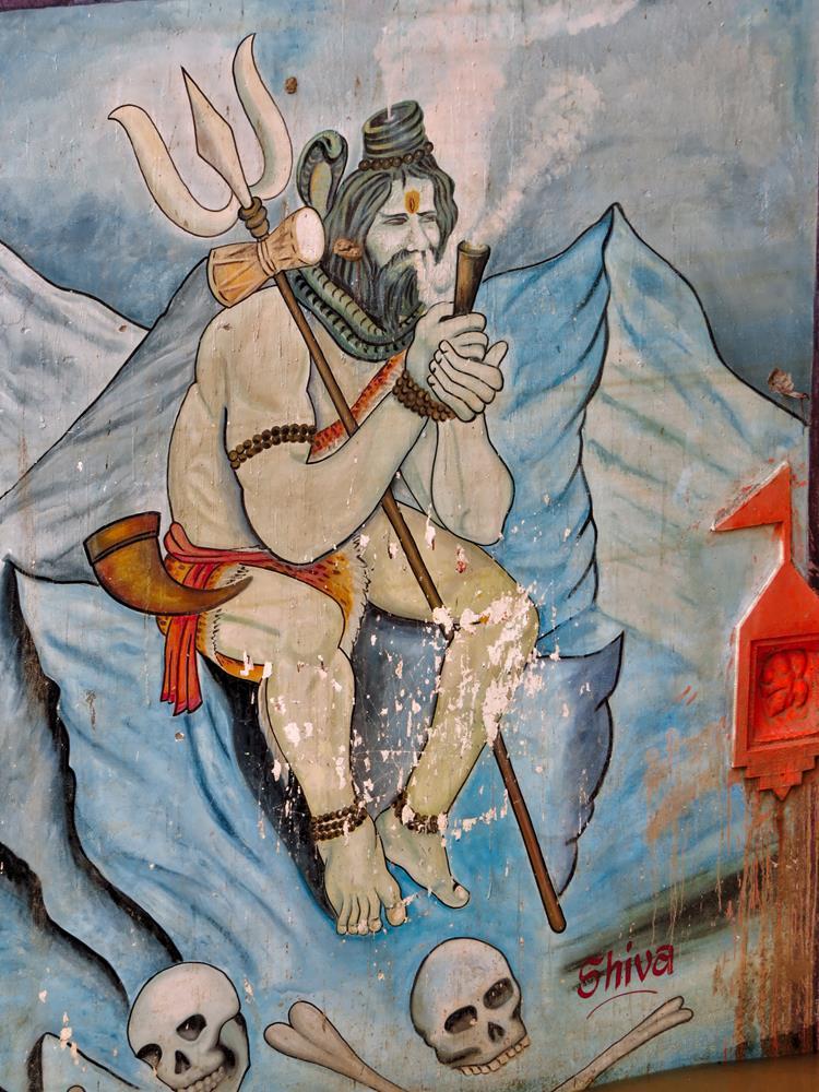 Shiva mit seinem Schillum im Himalaja