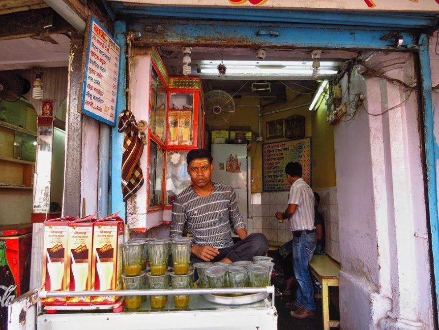 Bhang, Lassigeschäft am Gowdolia Chowk