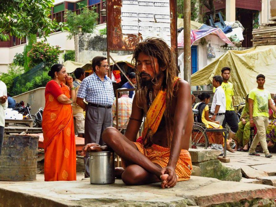 meditierender Sadhu in Varanasi