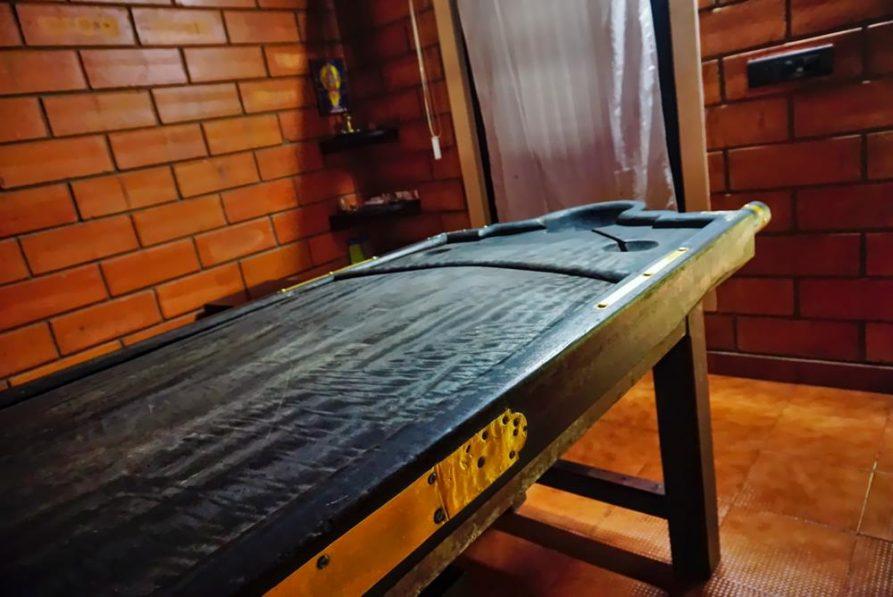 traditionelle Massageliege, Ayurveda