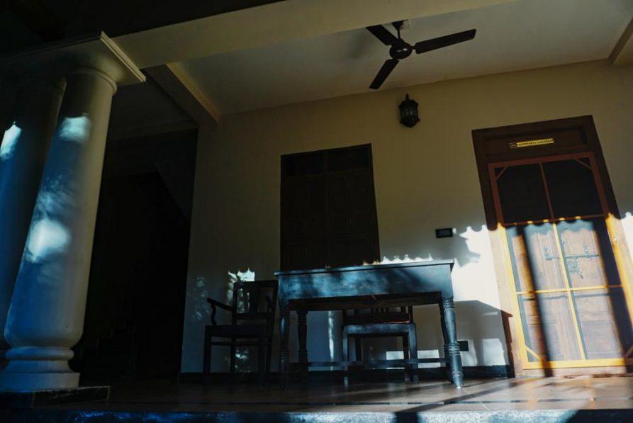 Terrasse und Schreibtisch vor meinem Zimmer