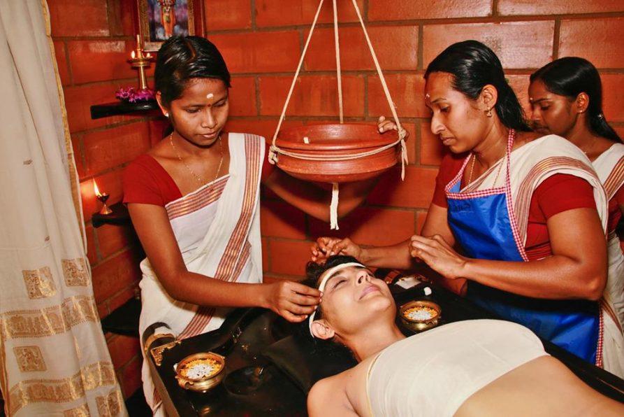 Shirodhara Behandlung, Ayurveda