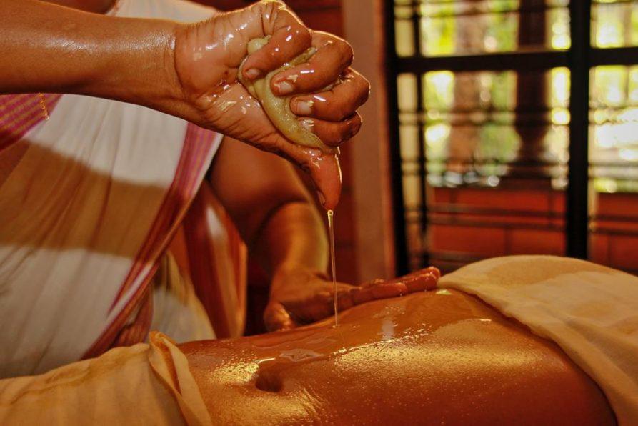 Pizhichil-Behandlung, Ayurveda, Kerala
