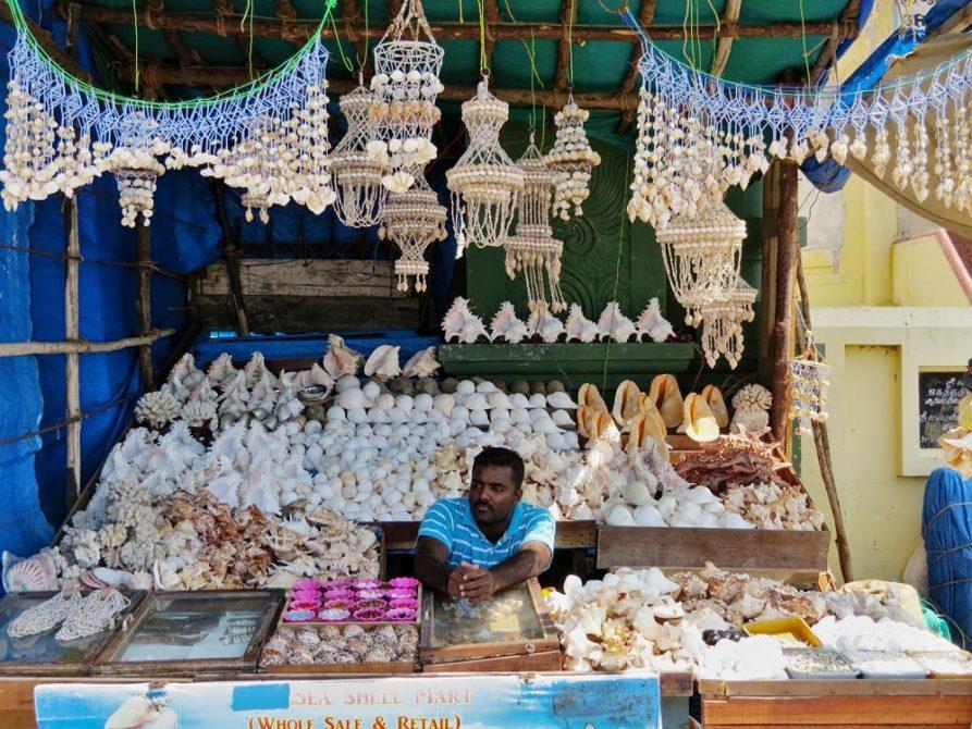 Muschelverkäufer am Kap Komorin, Kanyakumari, Tamil Nadu, Indien