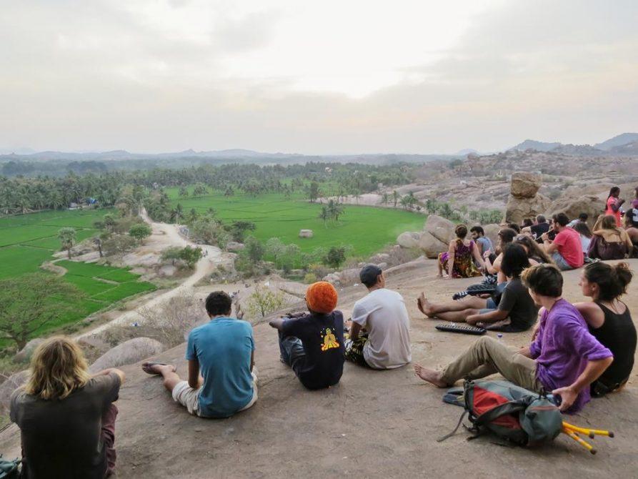 Gruppen zum Sonnenuntergang, Hampi, Indien