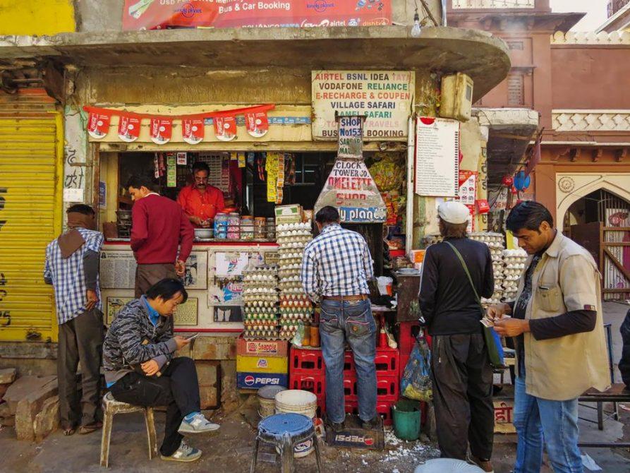 Omelettimbiss auf dem Sardar Markt in Jodhpur