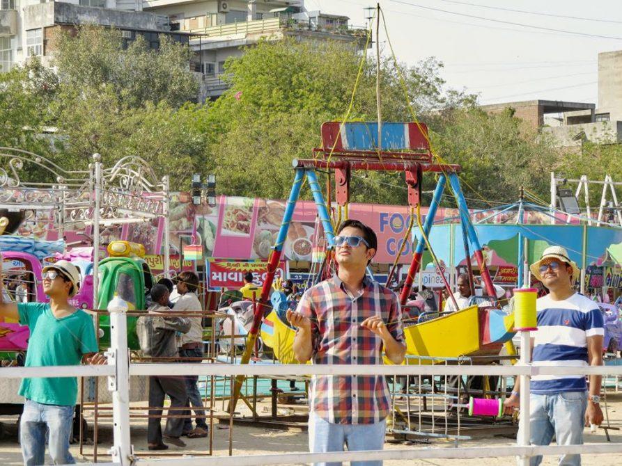 Drachenlenker in Ahmedabad, Indien