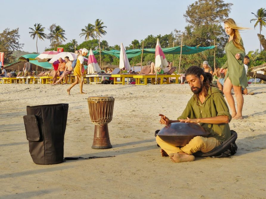 Handpanspieler in Arambol, Goa, Indien