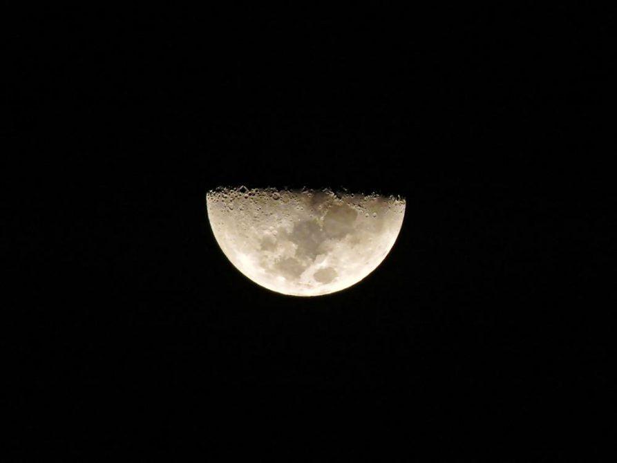 Mond über Goa, Indien