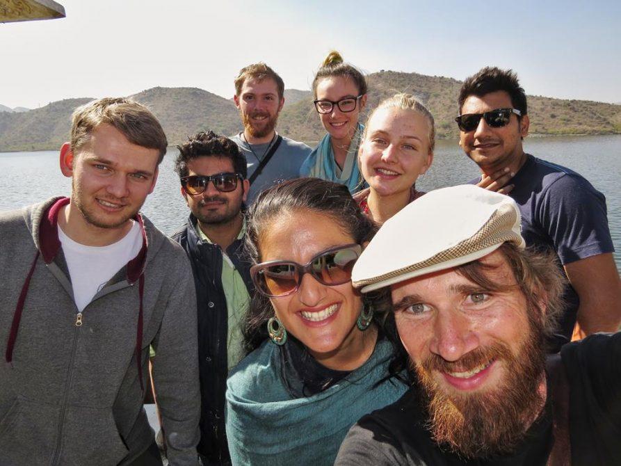Gruppe junger Menschen in Udaipur