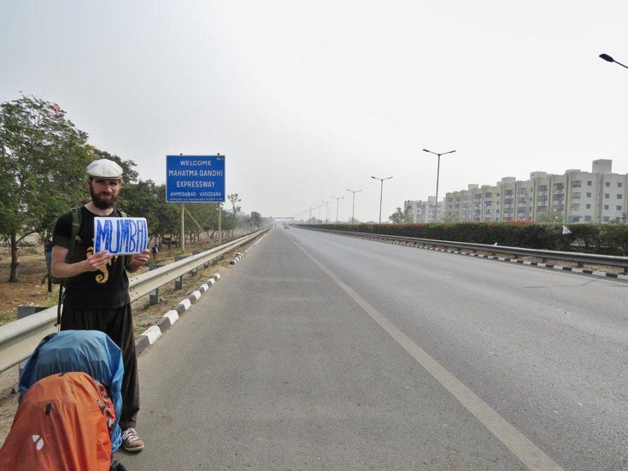 Person per Anhalter nach Mumbai