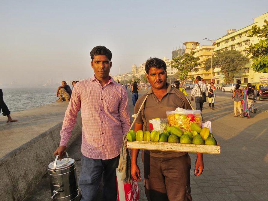 Verkäufer am Marine Drive, Mumbai, Indien