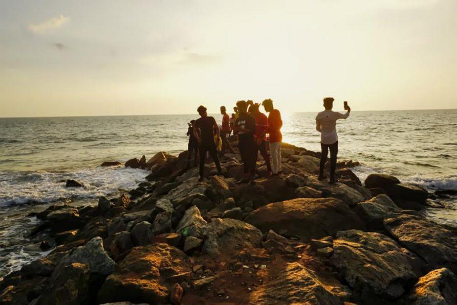 Gruppe junger Menschen, Arabisches Meer, kerala, Indien