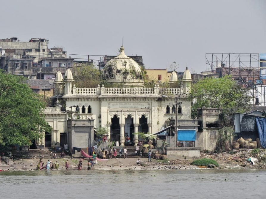 am Hooghly, Kolkata, Indien