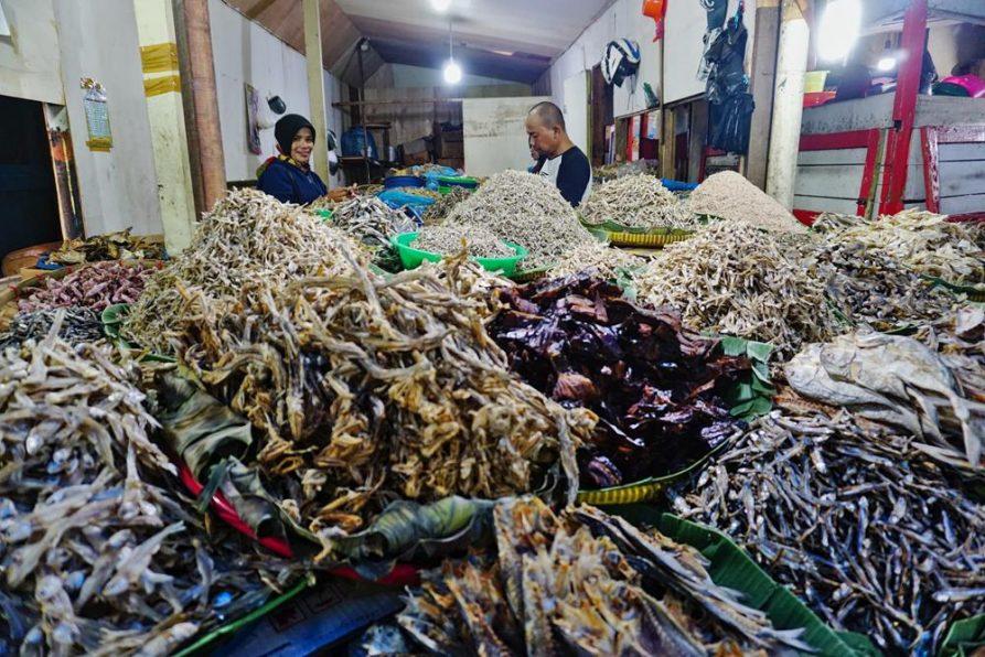 Trockenfisch auf dem Markt, Bukittinggi, Sumatra, Indonesien