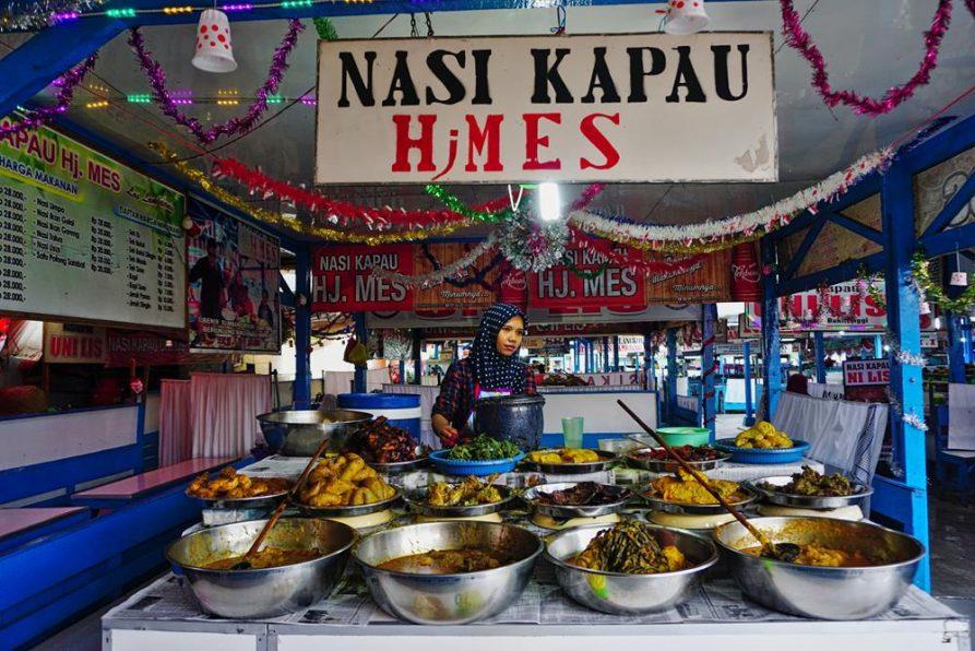 Essensstand auf dem Markt, Bukittinggi, Sumatra, Indonesien
