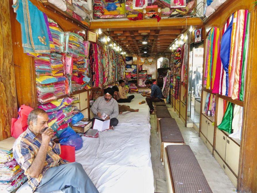 Textilhändler in Jaipur, Rajasthan, Indien