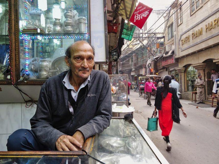 Ladenbesitzer in Old Delhi, Indien