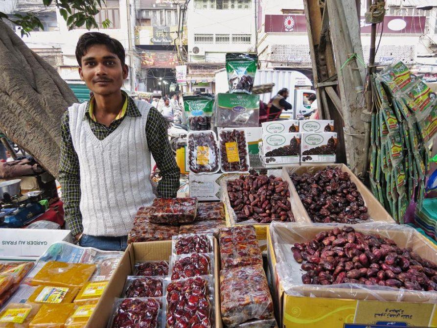 Dattelverkäufer in Old Delhi, Indien