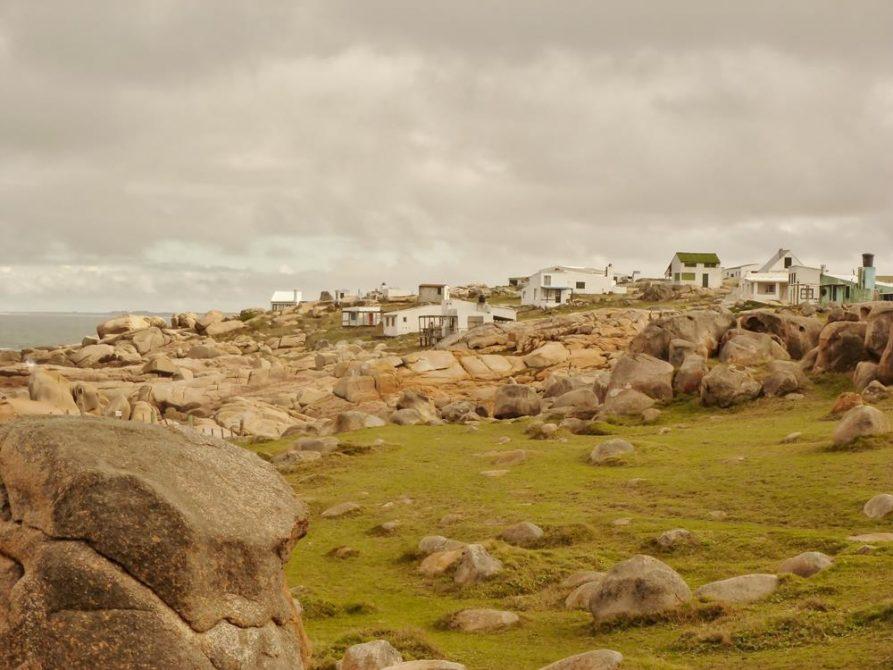 das felsige Ufer von Cabo Polonio