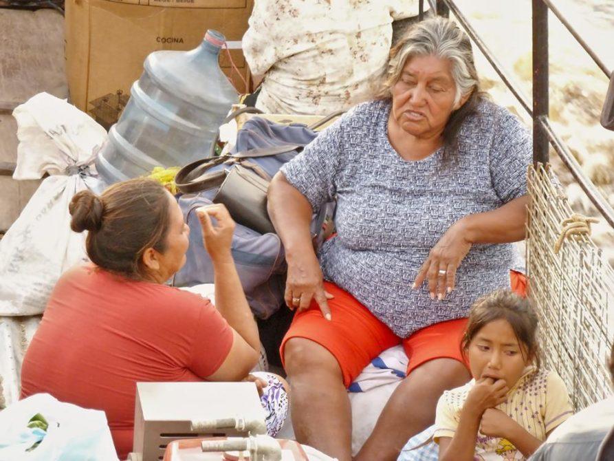 Frauen an Bord eines Schiffes, Paraguay