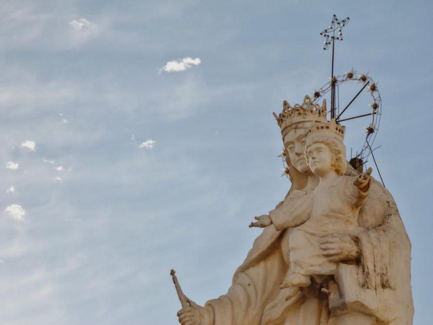 Statue der Jungfrau Maria