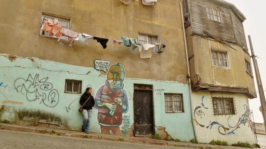 Graffiti auf Hauswand in Valparaiso, Chile