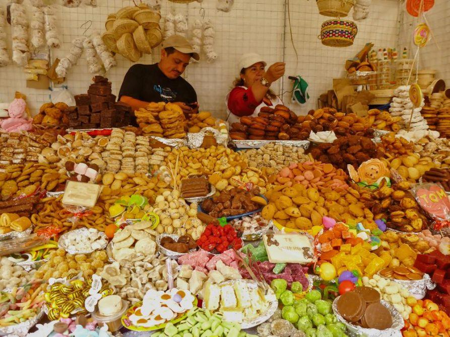 Süßigkeitenmarkt in Cuenca, Ecuador