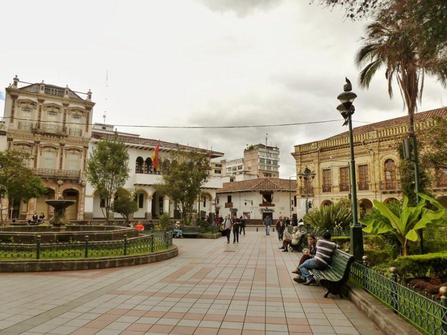 Parque Calderón, Cuenca, Ecuador