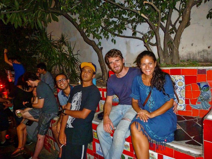 Nachtleben an der Escadaria do Selarón, Rio de Janeiro