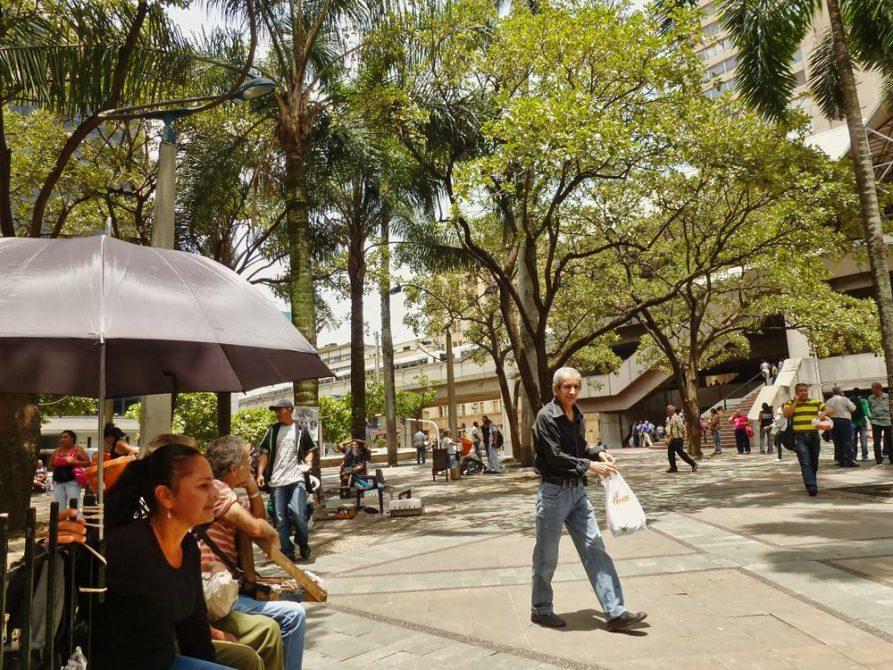 Platz im Zentrum von Medellín, Kolumbien