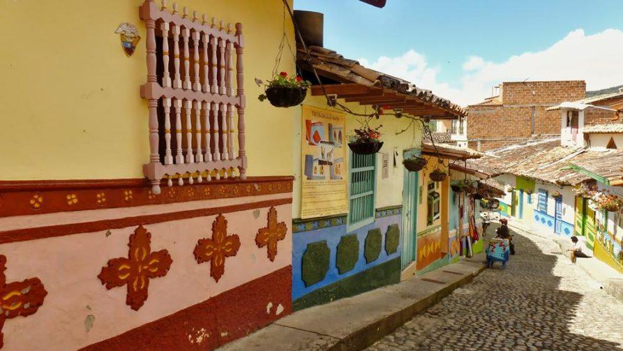 bunte Hausverzierungen in Guatape, Kolumbien
