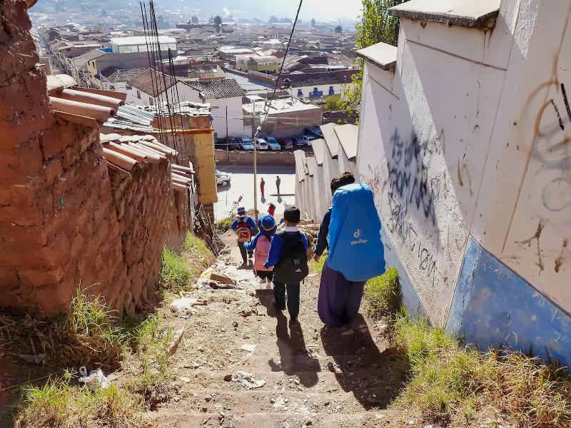Schulkinder auf dem Weg