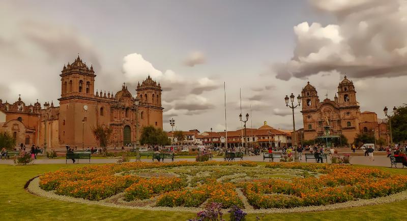 Plaza de Armas mit der Kathedrale von Cusco