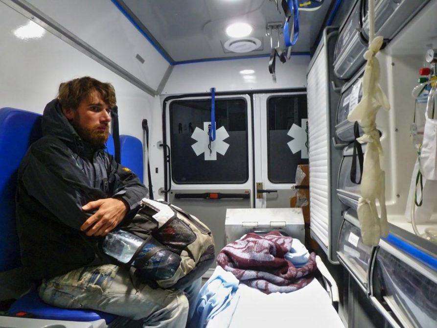 per Anhalter im Krankenwagen
