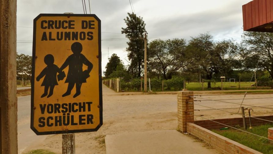 Vorsicht Schüler, Mennonitenkolonie Fernheim, Chaco, Paraguay