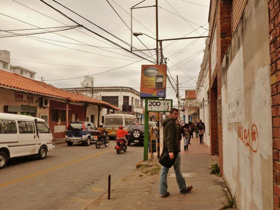 Straßenszene in Santa Cruz, Bolivien